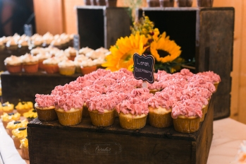 wedding cupcakes| Paradis Photography #MaineWeddingPhotographer