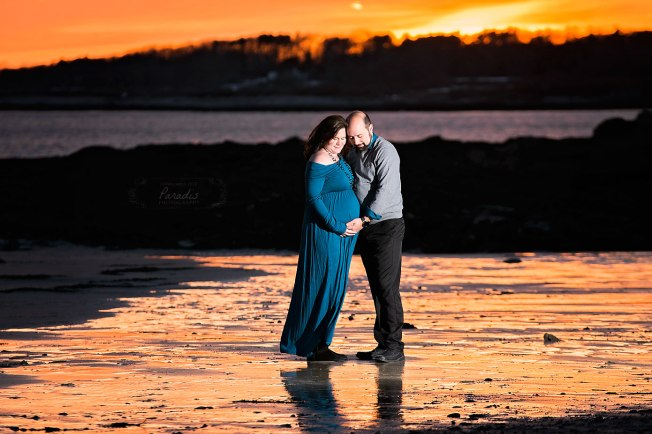natural maternity winter photography maine pregnancy sunset coast cape elizabeth paradis photography