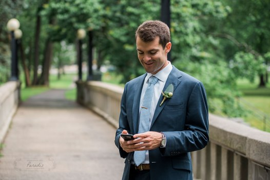 Groom waits first look Paradis Photography
