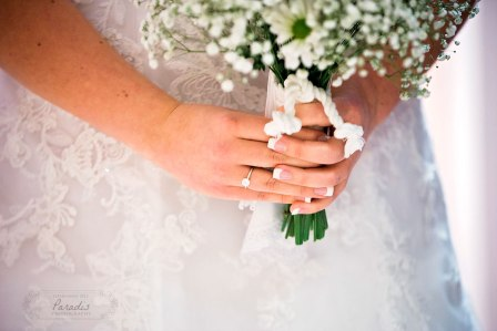Bride's hands | Paradis Photography