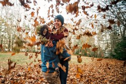 Love in the Leaves   Paradis Photography
