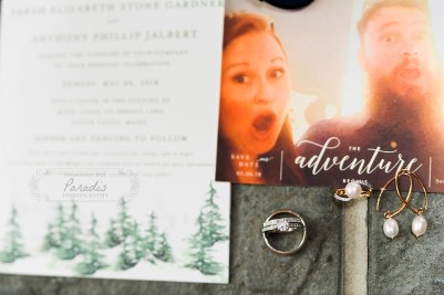 Invitation and jewelry | Paradis Photography