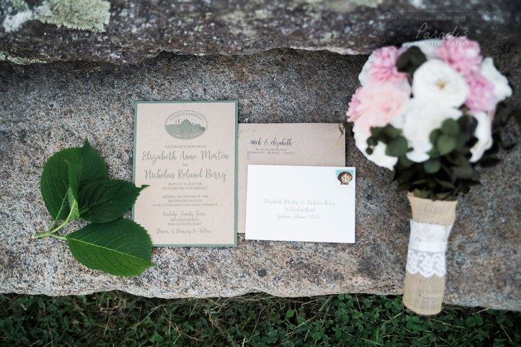 Invitation & Bouquet | Paradis Photography