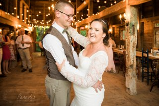 Bride + Groom Barn Wedding | Paradis Photography
